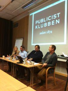 Jessica Wennberg, VK, Edward Riedl (M), Andreas Lundgren (S), och Anders Bäckström SVT debatterade representation, tolkningsföreträde och nyhetsvärdering i Umeå.